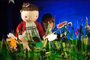 LittleAngel theatre -Paperdolls- credit Ellie Kurttz